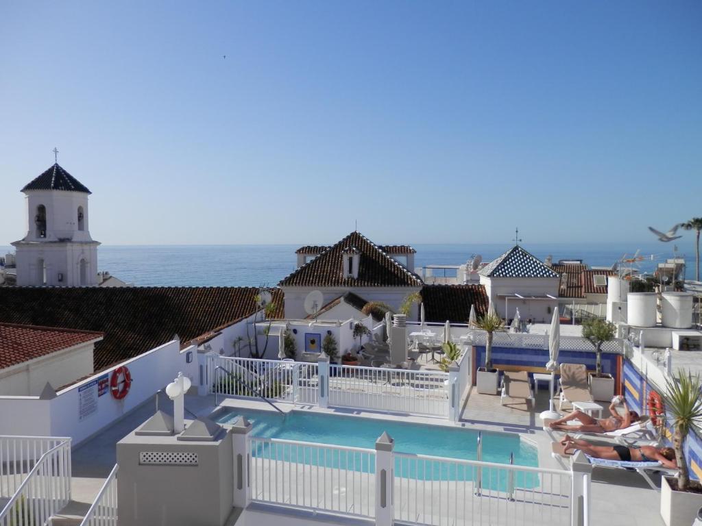 Utsikt över poolen vid Hotel Puerta del Mar eller i närheten