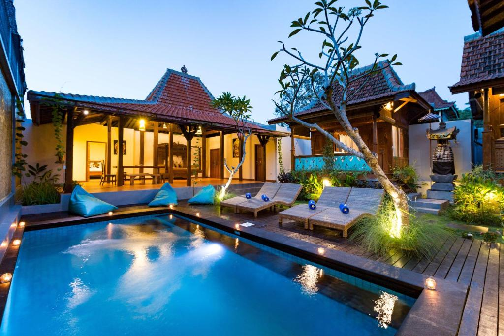 The swimming pool at or near The Amelya Hotel and Villa Gili Air