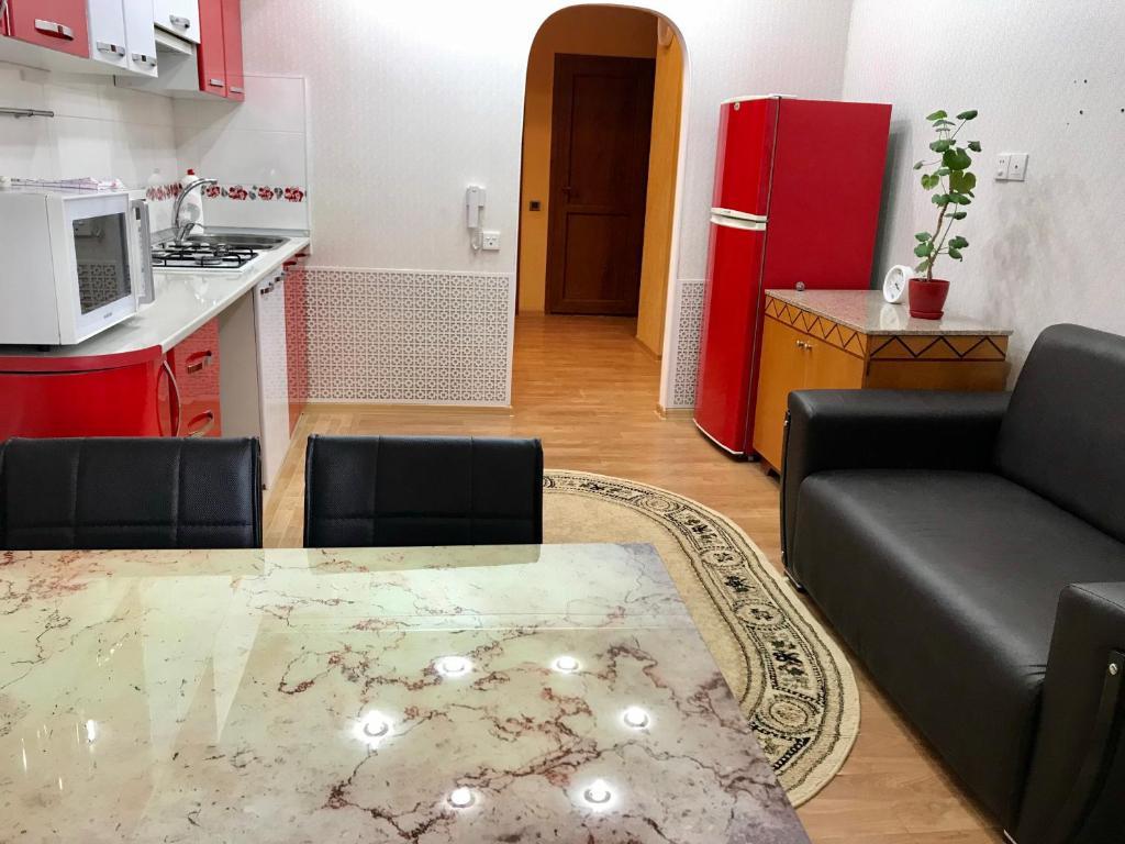 A cozinha ou cozinha compacta de 3 room apartment. Baku, Azerbaijan