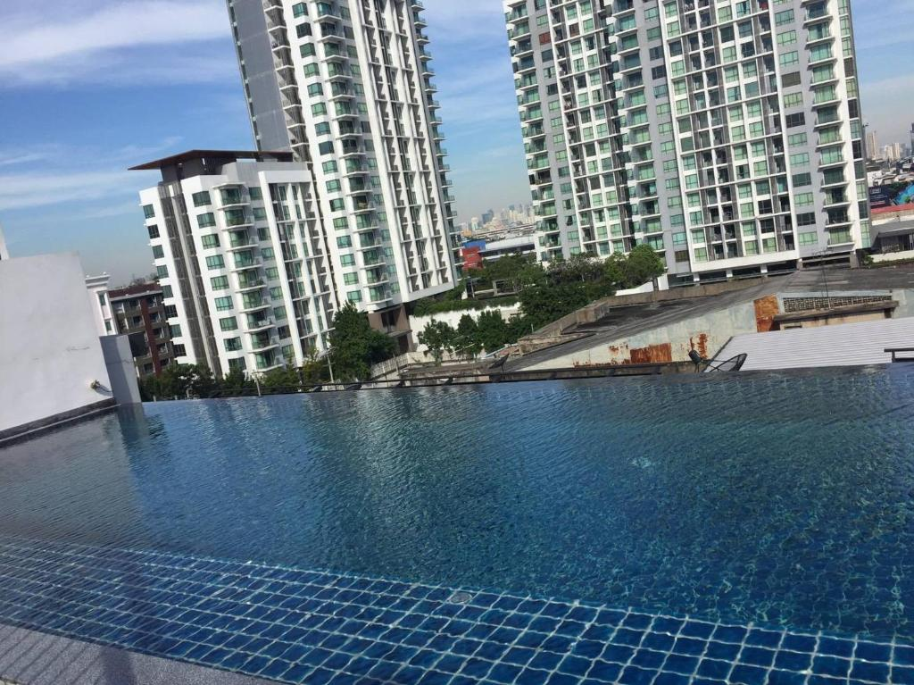 The swimming pool at or near Apartment at Punnawithi BTS