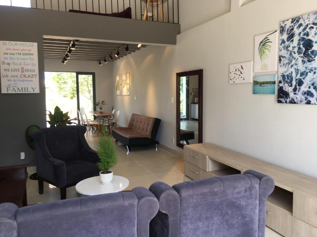 Khu vực ghế ngồi tại Eco Homestay Can Gio