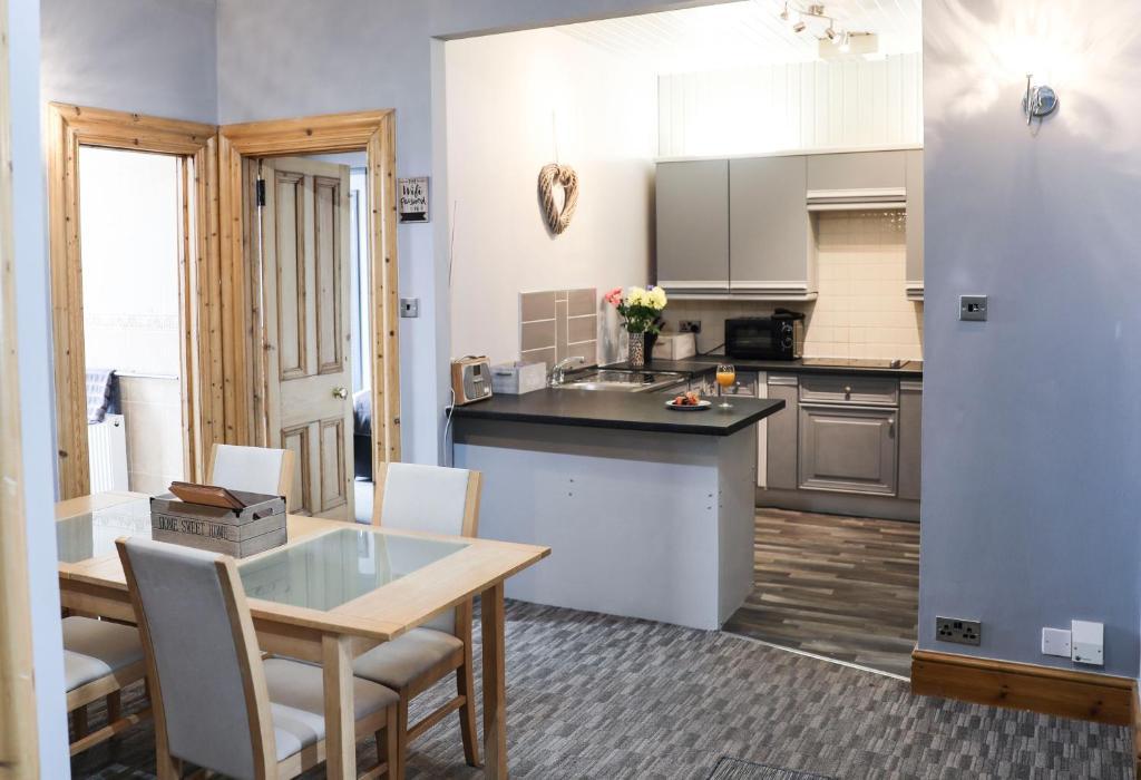 A kitchen or kitchenette at Bridge View Apartments