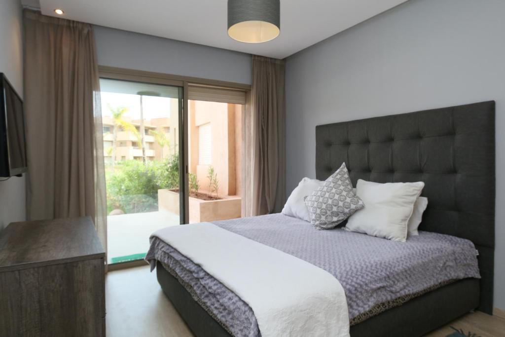 A bed or beds in a room at Corail Marrakech Golf City