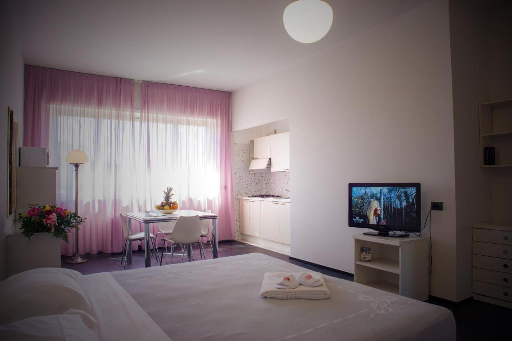 A television and/or entertainment center at Residence Hotel Torino Uno