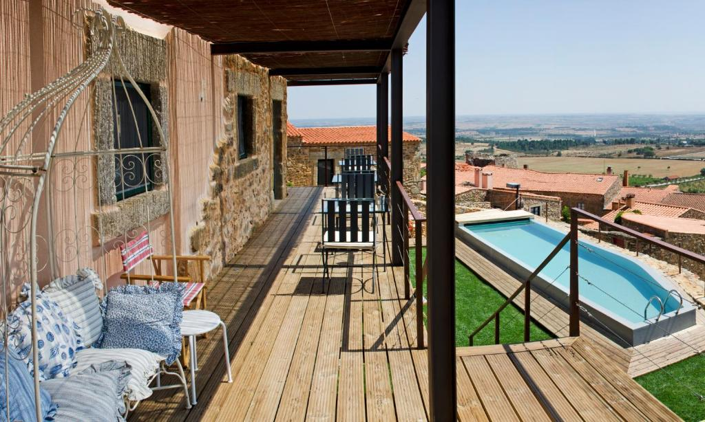 A view of the pool at Casa da Cisterna or nearby