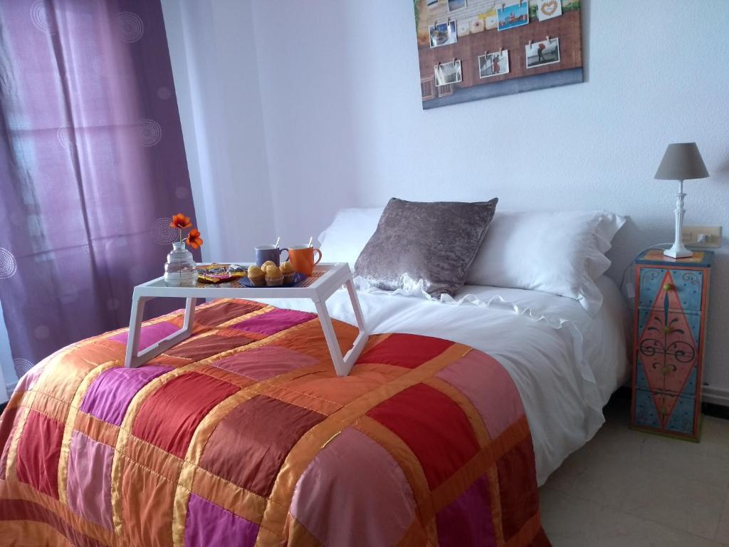 Cama o camas de una habitación en La Luna de Alicante