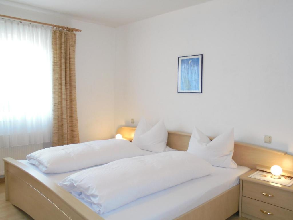 A bed or beds in a room at Pension-Allendorf