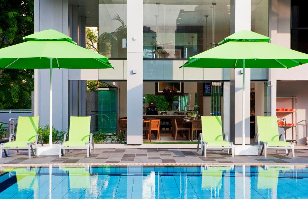 The swimming pool at or close to 8 on Claymore Serviced Residences - By Royal Plaza on Scotts (SG Clean)