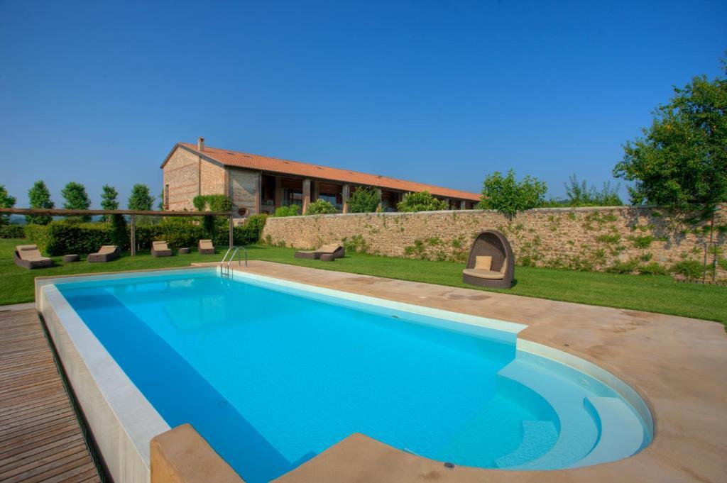 Der Swimmingpool an oder in der Nähe von Relais Corte Guastalla