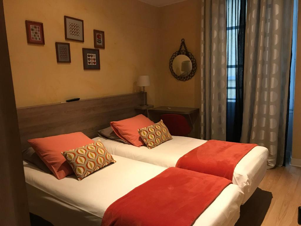 A bed or beds in a room at La Carpe d'Or