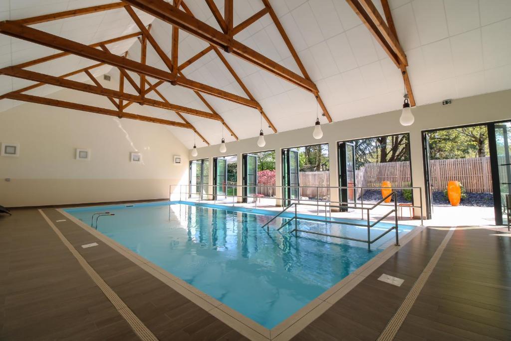 Der Swimmingpool an oder in der Nähe von Loire & Sens