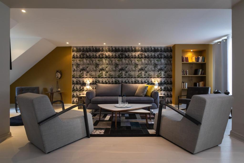A seating area at Résidence & Spa Le Prince Régent