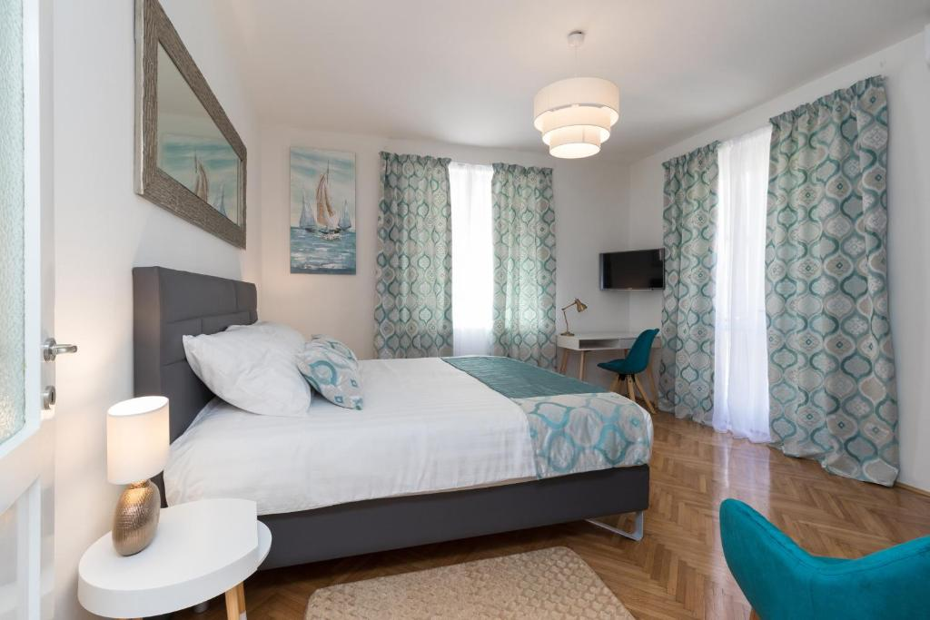 A bed or beds in a room at Deluxe suite Navis