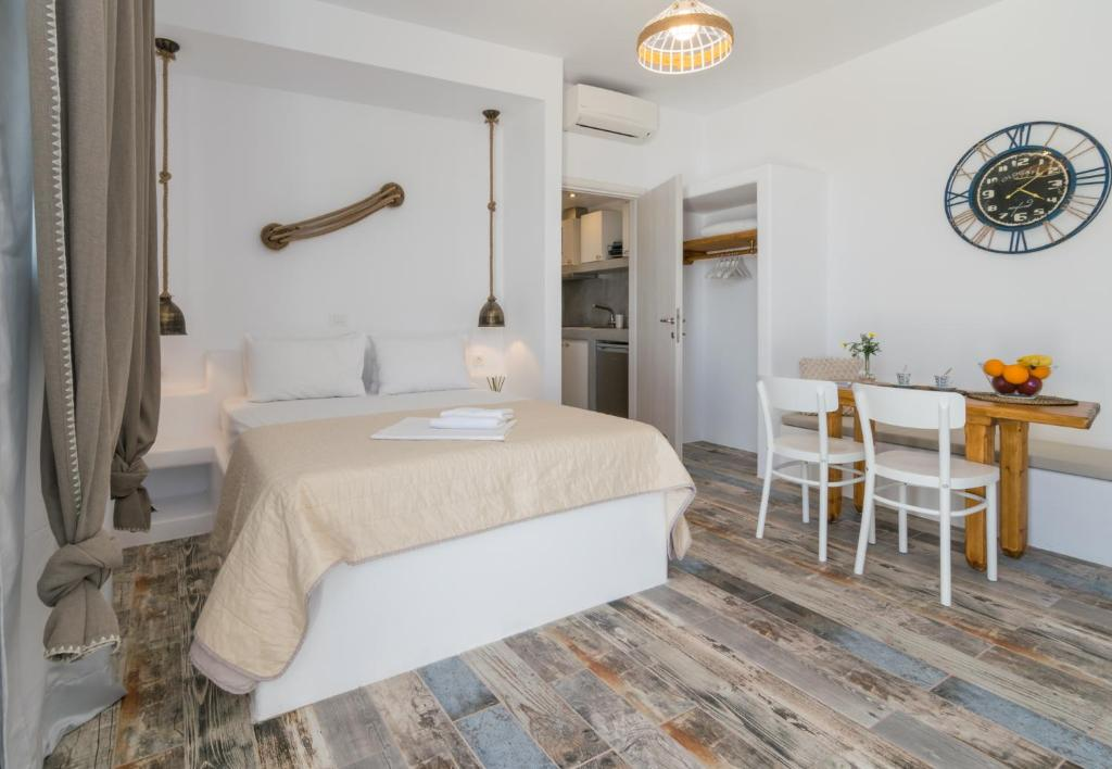 A bed or beds in a room at Giannoulis Hotel