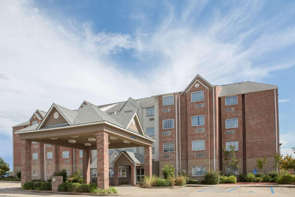 Microtel Inn & Suites by Wyndham Hattiesburg