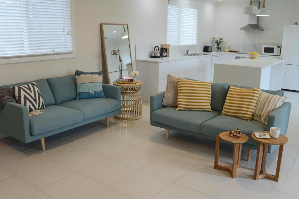 A seating area at Sisters Beach Paradise