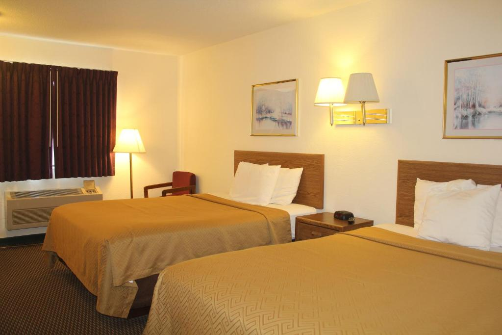 A bed or beds in a room at Econo Lodge Oacoma