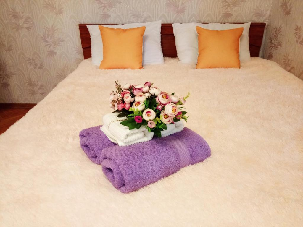 A bed or beds in a room at Апартаменты на Грабина 28