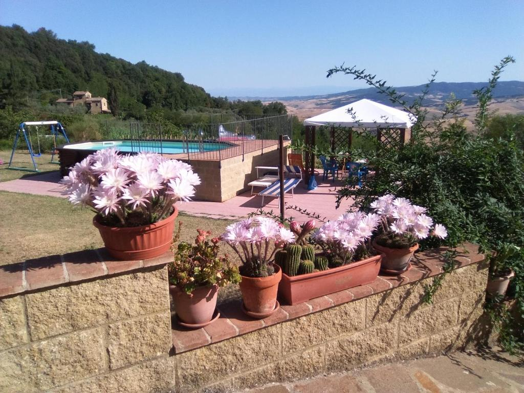 A view of the pool at Casa Vacanze Santa Cristina or nearby