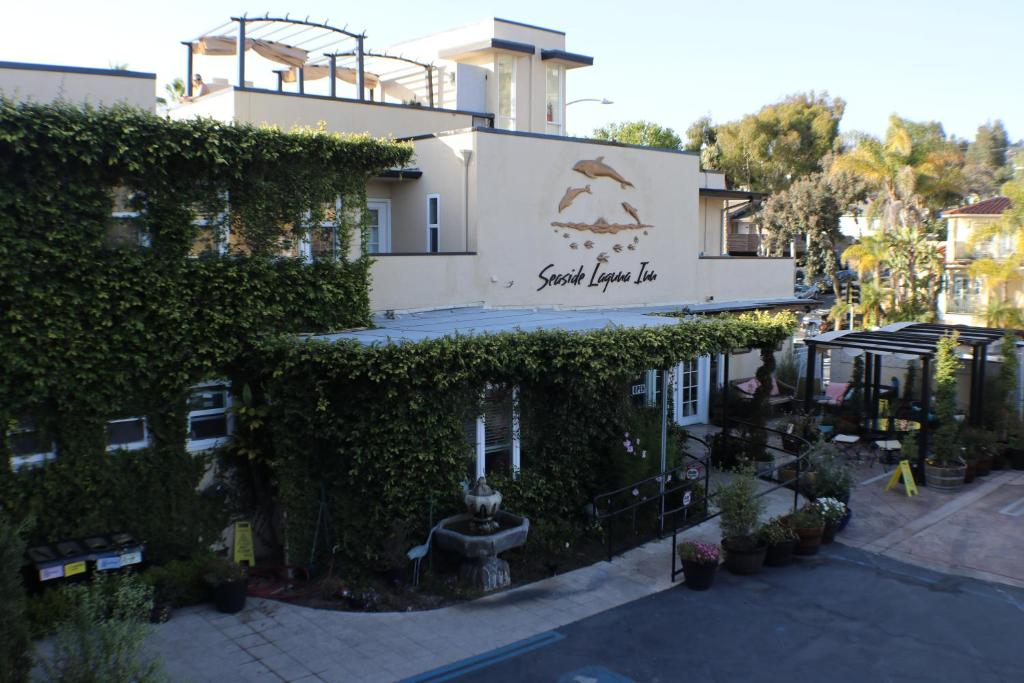 Seaside Laguna Inn & Suites.