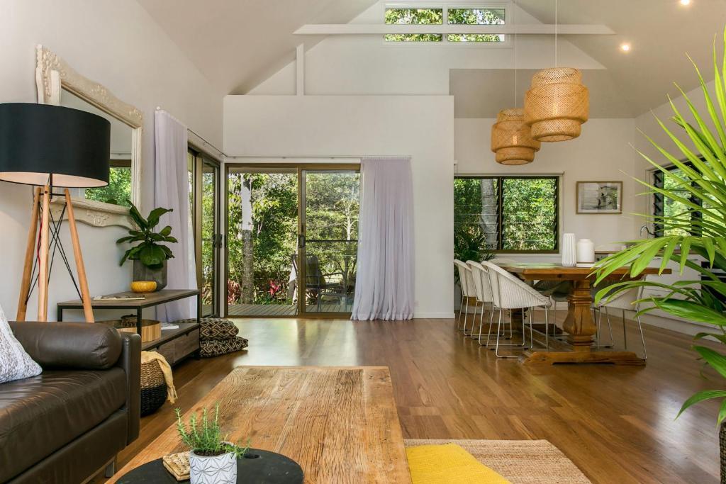 A SWEET ESCAPE - Alcorn House