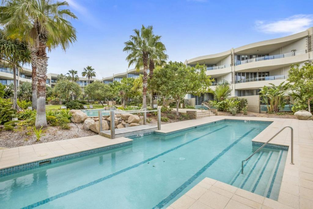 COTTON BEACH APARTMENT 33 WITH POOL VIEWS