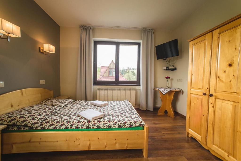 Łóżko lub łóżka w pokoju w obiekcie Pod Hawraniem
