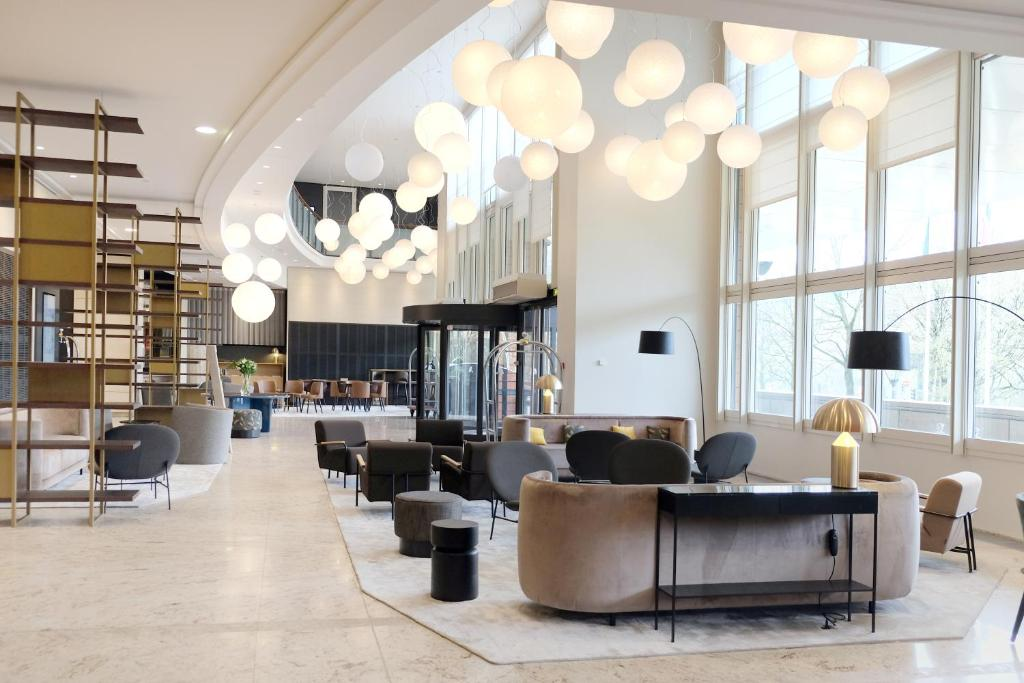 The lobby or reception area at Lyon Marriott Hotel Cité Internationale