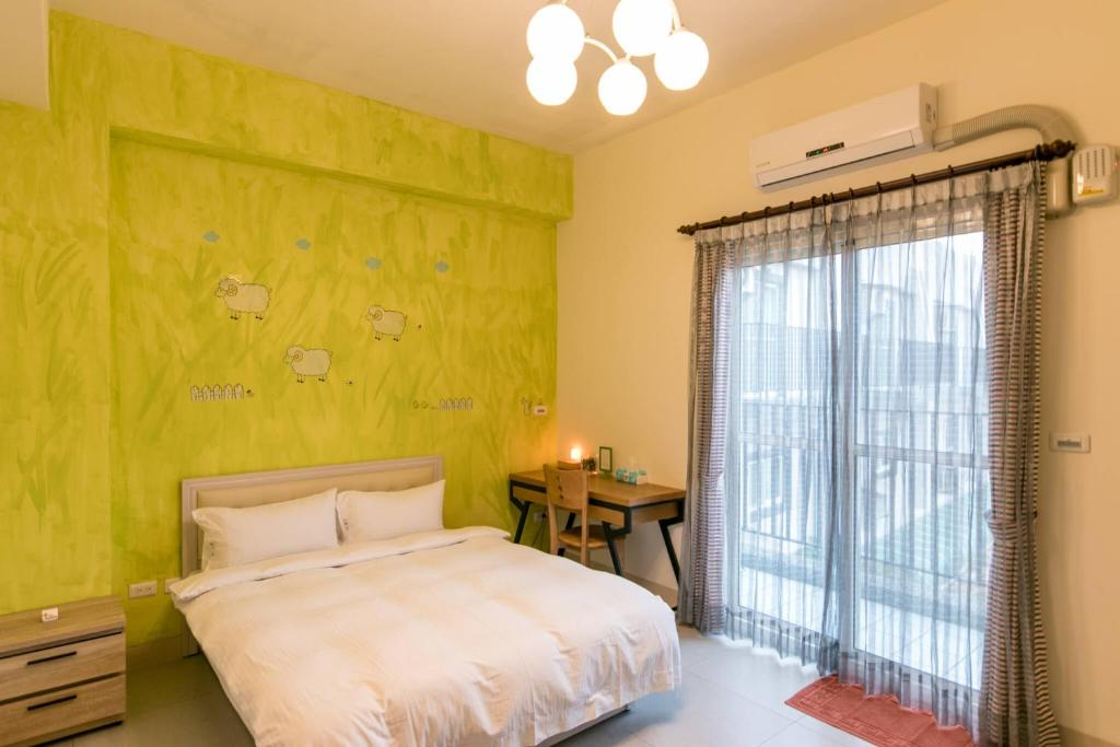 A bed or beds in a room at Ruisui 38 Homestay