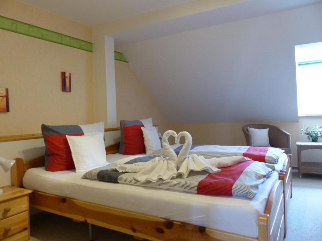 Ein Bett oder Betten in einem Zimmer der Unterkunft Ferienwohnung Scarlett