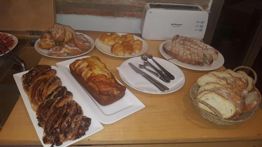 Breakfast options available to guests at La Merced de la Concordia