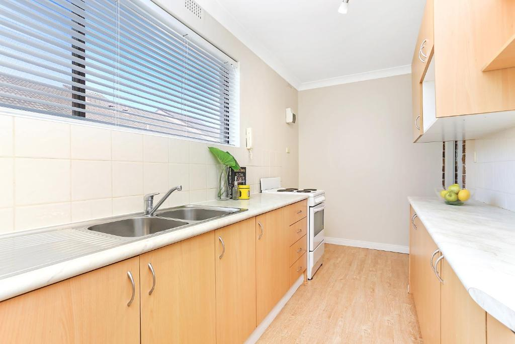 A kitchen or kitchenette at Hurstville home with a view, comfort & style