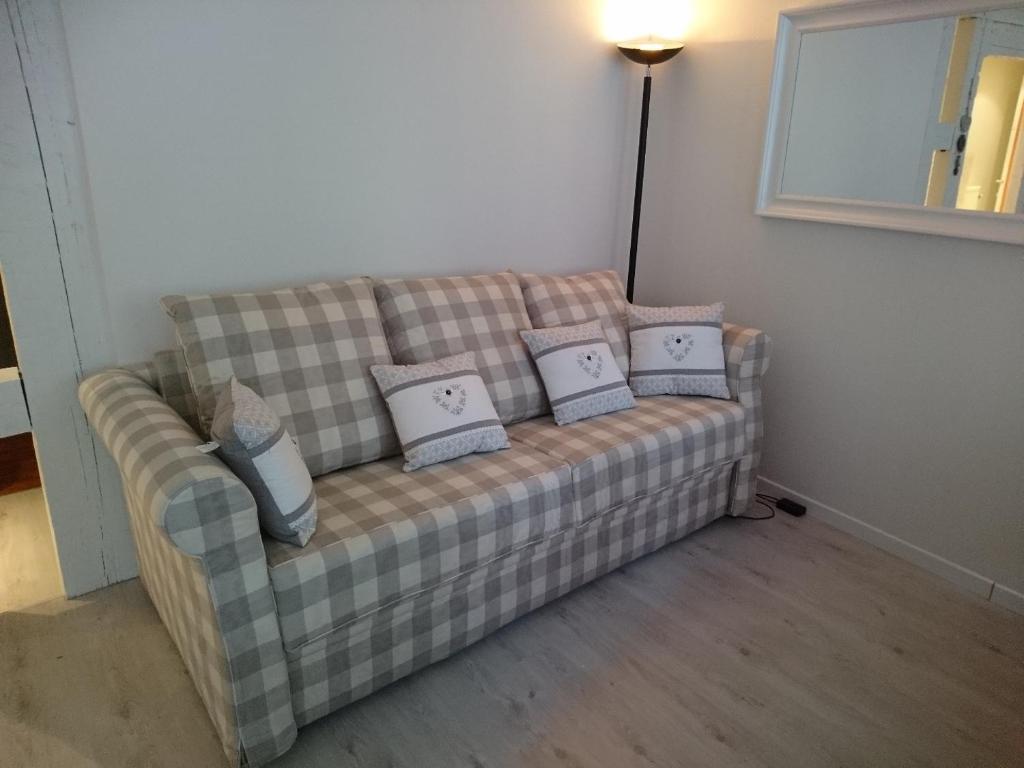 A seating area at Appartements Au Bouchon Brionnais