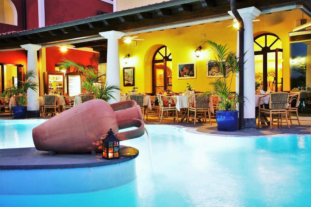 Бассейн в Arciduca Grand Hotel или поблизости