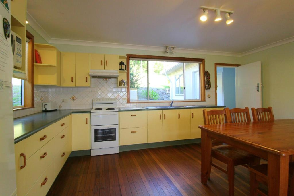 A kitchen or kitchenette at Hi View, 18 Dulconghi Street
