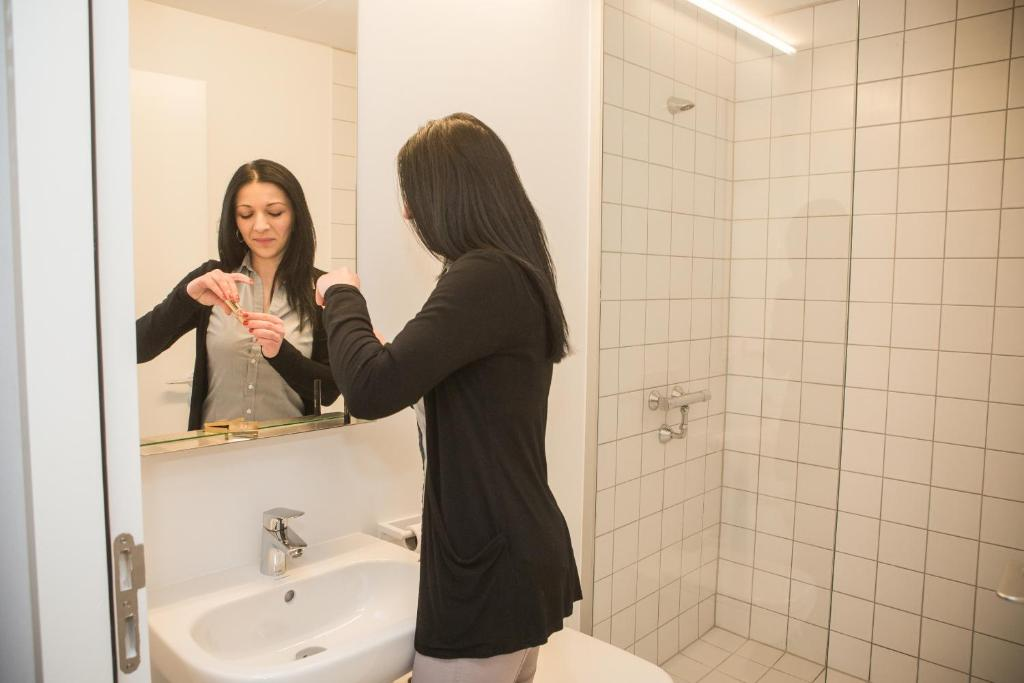 A bathroom at Hostel Groeninghe