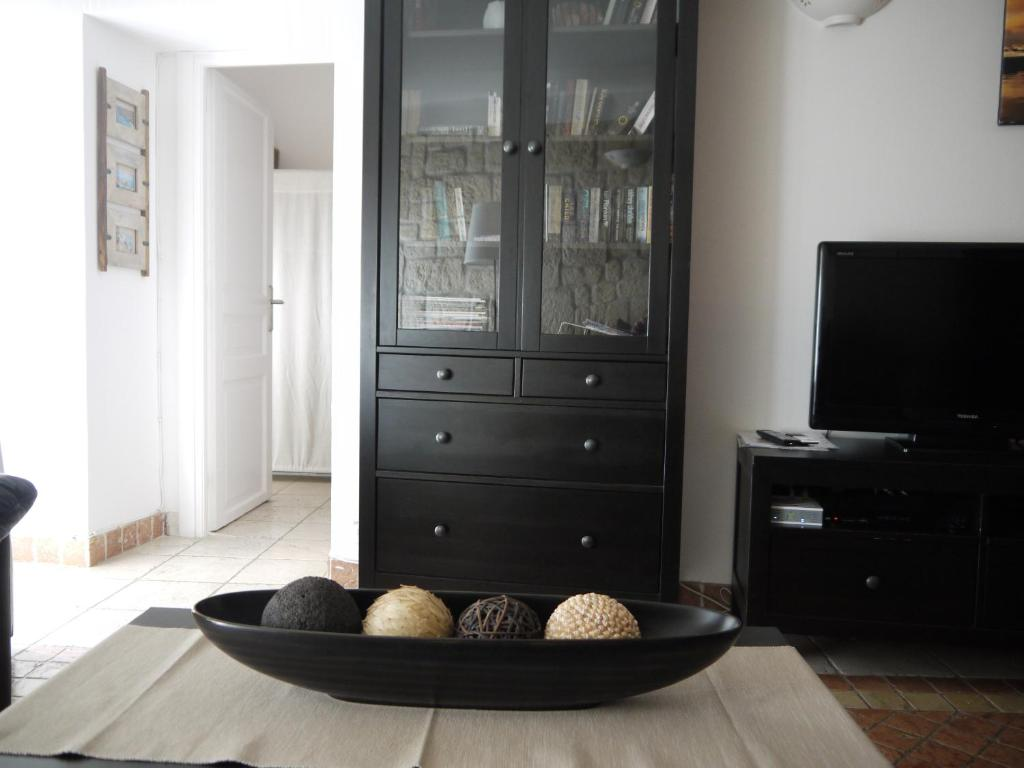 A television and/or entertainment centre at Vieille Ville, 1 bedroom apt, max 2 adults and 2 kids or 3 adults
