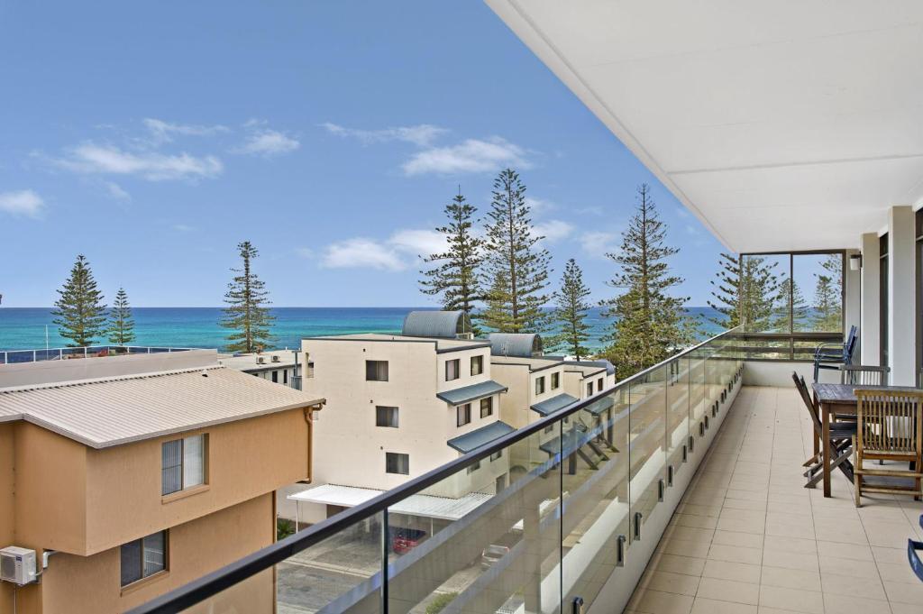 A balcony or terrace at Akuna 14, 6 Joffre Street,