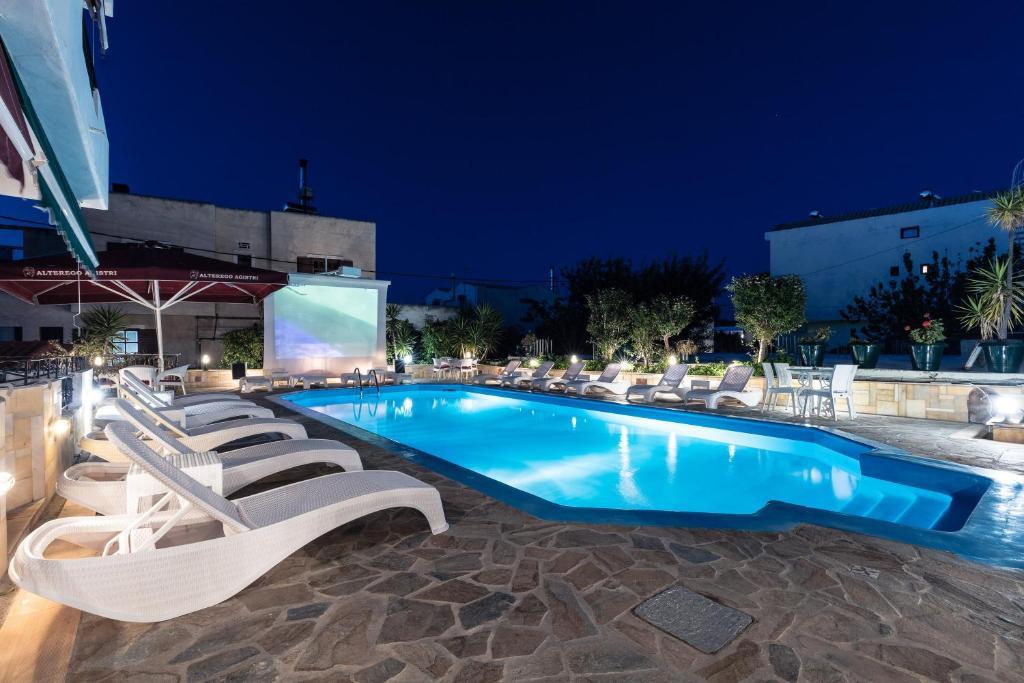 Πισίνα στο ή κοντά στο Ξενοδοχείο Γιάννα