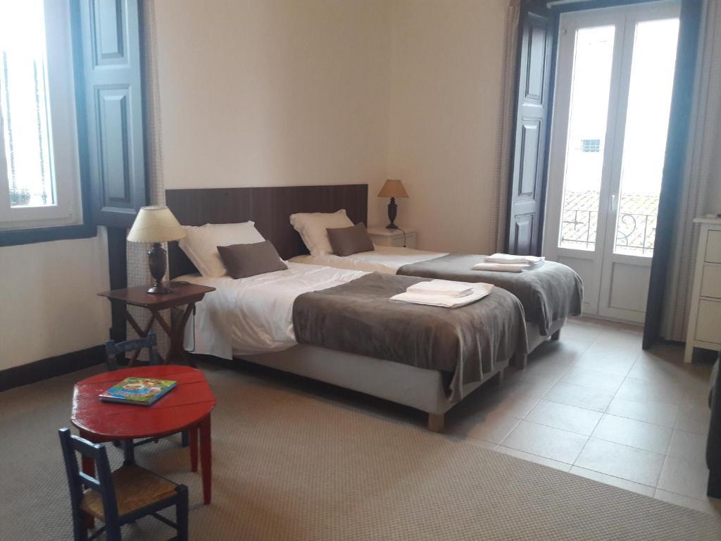 A bed or beds in a room at Casa do Beco do Beiçudo centro de Evora