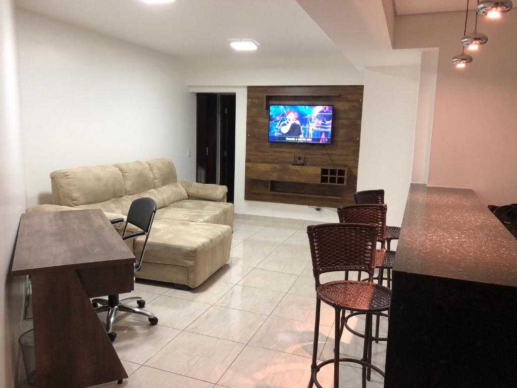 A seating area at Apartamento 2/4
