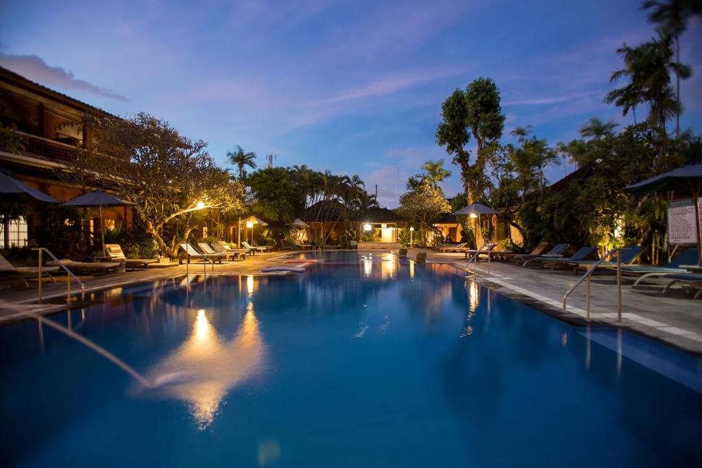 The swimming pool at or close to Bumi Ayu Bungalow Sanur