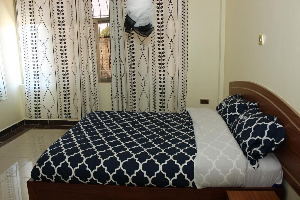 A bed or beds in a room at Gees Inn