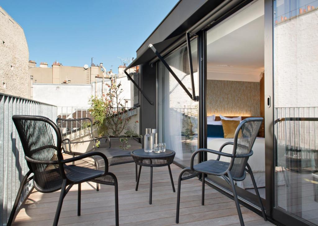 A balcony or terrace at Hotel Parister