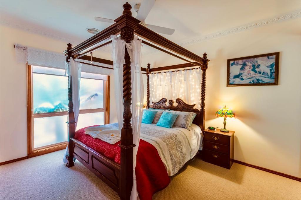 Fairy Wren Apartment