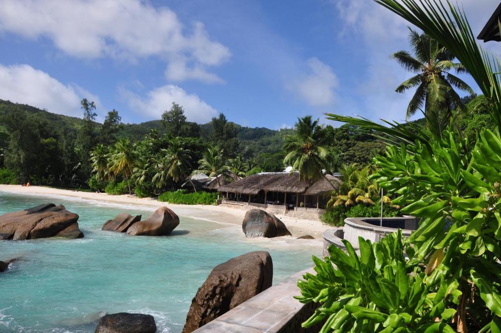 Der Swimmingpool an oder in der Nähe von Villa Chez Batista