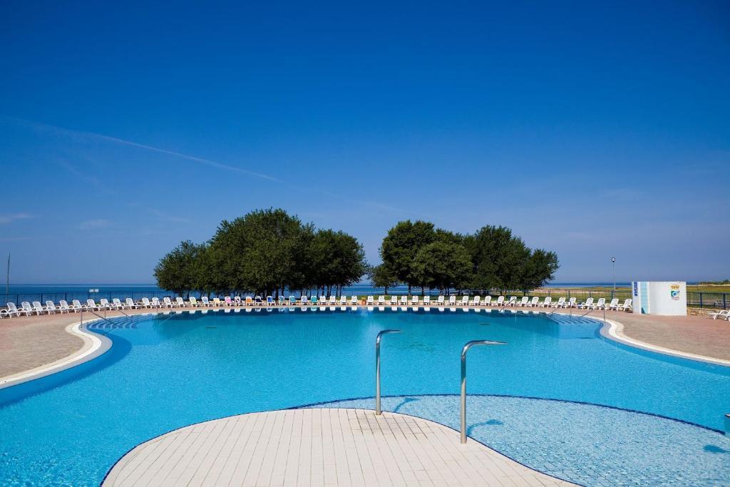 The swimming pool at or close to Apartments Polynesia Plava Laguna