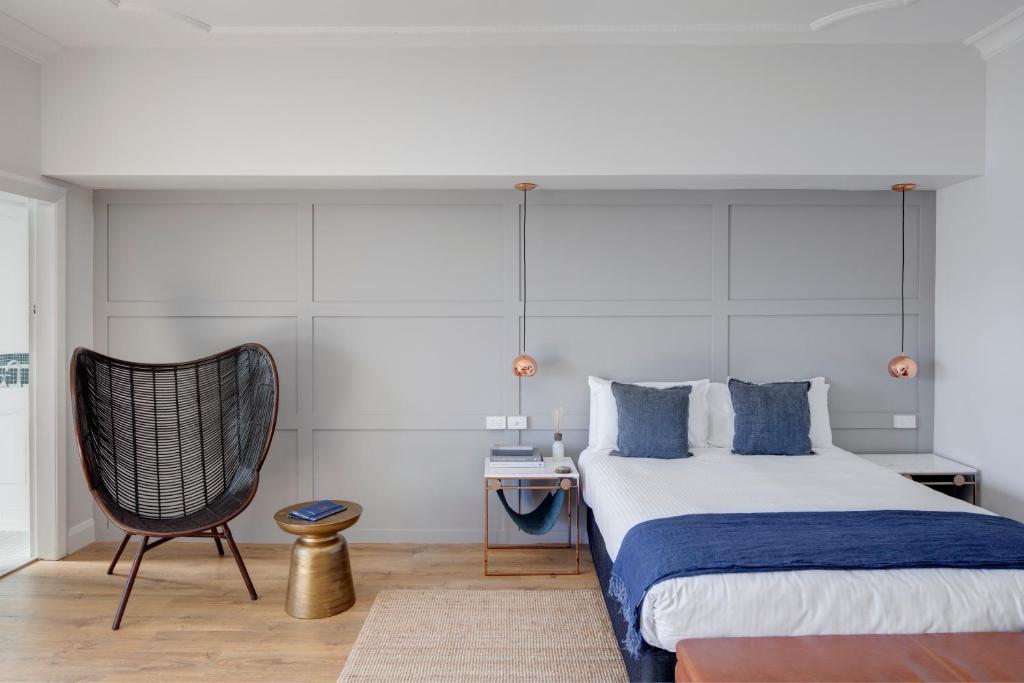Кровать или кровати в номере Regents Court Sydney