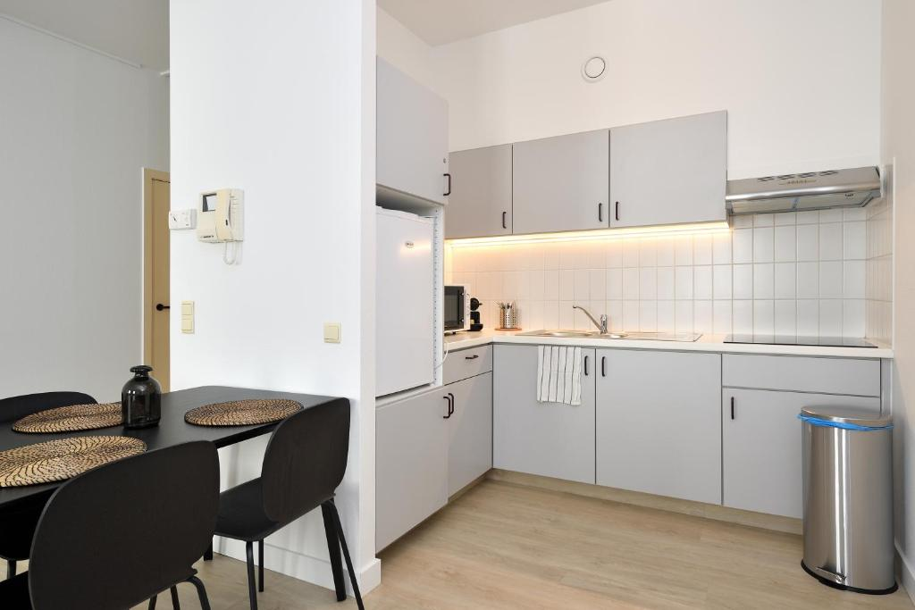 A kitchen or kitchenette at House 22