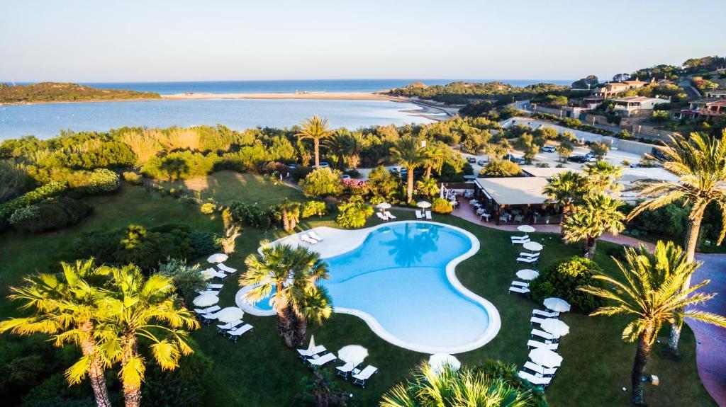 Вид на бассейн в Hotel Aquadulci или окрестностях